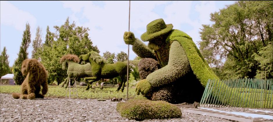 Monumental horticultural sculpture